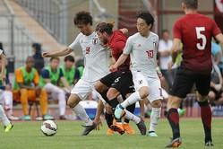 10番を背負った三好を軸に日本は積極的に攻撃を仕掛けたのだが……。写真:佐藤博之