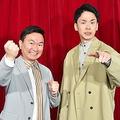第41回全国高等学校クイズ選手権のメインパーソナリティーに就任したかまいたちの山内健司(左)と濱家隆一