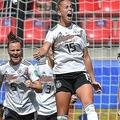 女子サッカーW杯フランス大会、グループB、ドイツ対中国。得点を喜ぶドイツのジュリア・グヴィン(中央、2019年6月8日撮影)。(c)LOIC VENANCE / AFP
