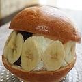 薄くスライスしたバナナを添えて