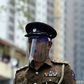 スリランカの警察官。最大都市コロンボで(2020年4月14日撮影、資料写真)。(c)Lakruwan WANNIARACHCHI / AFP