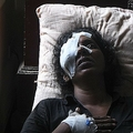スリランカ連続爆発事件で夫を亡くし、ネゴンボの自宅で涙を流す女性(2019年4月24日撮影)。(c)LAKRUWAN WANNIARACHCHI / AFP