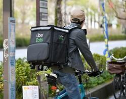 必ずしもこのバッグを使用する必要はないようだが、配達に適した大型バッグを持っている人は少ないだろう
