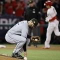ロイヤルズのジェイク・ジュニス(手前)から本塁打を放ったエンゼルス・大谷翔平【写真:AP】