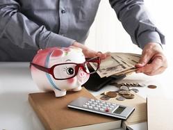 貯蓄割合の目標は、年齢やライフステージ、家族構成などによって変わります。給料の何%を貯蓄にまわしているのか。