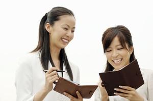[画像] 日本人の6割がいまだに使っている・・・彼らはなぜ「紙の手帳」が好きなのか