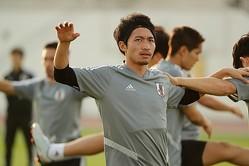 真剣な表情でトレーニングに励んだ柴崎。アジアカップ初戦のトルクメニスタン戦へも気合いを漲らせた。写真:茂木あきら(サッカーダイジェスト写真部)