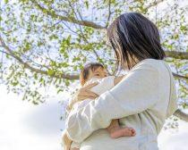 """[画像] 夫はアルコール依存症、2人目を産んだ33歳女性の""""決断""""とは"""