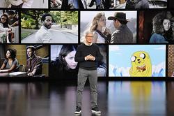 アップルは「動画配信」「雑誌などの記事配信」「ゲーム遊び放題サービス」を今秋から始めると発表(写真はティム・クックCEO)