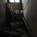 写真G-1:「息子エリア」である2階にあがる階段。