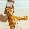 街中でもよく見るマキシスカート=Alena Ozerova(c)123RF.COM