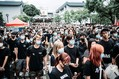 香港でデモ隊を攻撃した白シャツ集団 「三合会」とは何者か - NEWSポストセブン