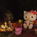 ハローキティとヒロシの焚火動画が話題 約1時間ほぼしゃべらず