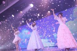 卒業公演を行ったNGT48の(左から)長谷川玲奈、山口真帆、菅原りこ(AKS提供)