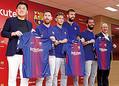 楽天の三木谷浩史社長とサッカーのFC バルセロナのメッシら。(時事通信フォト=写真)