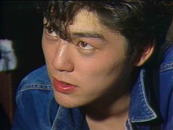デビュー当時から20代前半のライブ映像、 貴重な映像記録で構成された本作 (C)2019「尾崎豊を探して」製作委員会