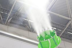 最新ミストは「濡れない霧」になる! 濡れずに静音性も高い「クールジェッター」と「涼霧システム」