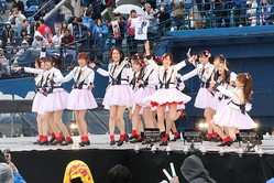 2019年4月のAKB48グループのコンサートでパフォーマンスするNGT48。山口真帆さんら3人は出演しなかった
