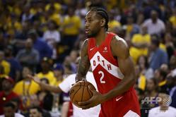 米プロバスケットボール(NBA)、ロサンゼルス・クリッパーズと契約したカウィ・レナード(2019年6月12日撮影)。(c)EZRA SHAW / GETTY IMAGES NORTH AMERICA / AFP