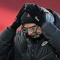 失点を重ねたチームに思わず頭を抱えるクロップ。この熱血漢はチームの現状に何を想うのか。 (C) Getty Images