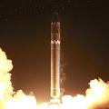 2017年11月29日に行われたICBM「火星15」型の試射(2017年11月29日付朝鮮中央通信より)