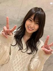 「ヤンキーっぽさが可愛い」と話題のAKB48・岡部麟(画像は『岡部麟 2021年3月10日付Instagram「麻璃亜に写真撮ってもらった〜」』のスクリーンショット)