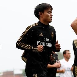 トップチームに混じってトレーニングをしている久保。ここまでは好印象を与えているようだ。(C)Getty Images