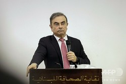 レバノン首都ベイルートで記者会見するカルロス・ゴーン被告(2020年1月8日撮影)。(c)JOSEPH EID / AFP