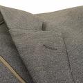 ジャケットの襟「穴」がある理由