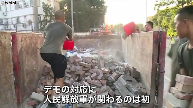 [画像] 香港デモ 人民解放軍がバリケード撤去