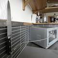 台所に置かれた包丁(2013年11月15日撮影、資料写真)。(c)JONATHAN NACKSTRAND / AFP