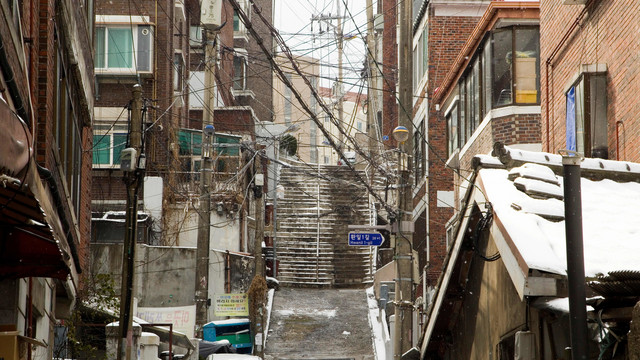 [画像] 韓ドラ名物「半地下住宅」もまだマシ…ソウルのヤバすぎる住宅事情