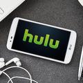 Huluが一時停止画面に広告を掲載へ 5秒後に静的バナーを表示