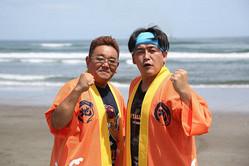 「生中継!サンドウィッチマンの日本全国地引き網クッキング」を復活させるサンドウィッチマンの伊達みきお(左)と富澤たけし