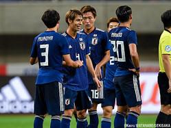 勝利を喜ぶ日本代表DF佐々木翔(広島)