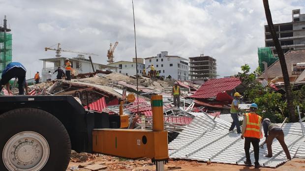 カンボジアで建設中のビルが崩壊...