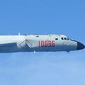 中国のH-6爆撃機。防衛省統合幕僚監部の発表資料より。航空自衛隊撮影。
