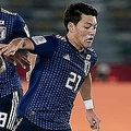 日本の決勝トーナメント進出確定によりオランダメディアは堂安不在の継続を憂いている【写真:AP】