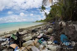 ココス諸島の浜辺のごみ。タスマニア大学提供(撮影日不明)。(c)AFP=時事/AFPBB News