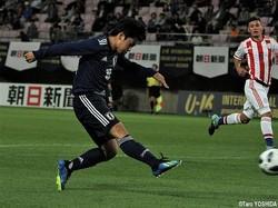 後半11分、日本はFW青木友佑(FC東京U-18)が右足シュートを決めて1点差としたが…