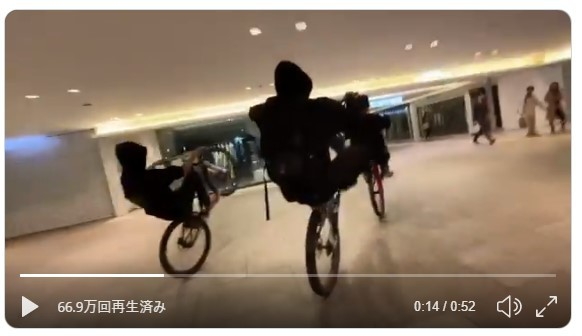 難波の商業ビル内で「集団暴走」 動画炎上の自転車チームが謝罪