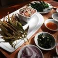 タイ・プラーチーンブリーにあるチャオプラヤアバイブーベ病院のレストランの大麻料理(2021年1月15日撮影)。(c)Lillian SUWANRUMPHA / AFP