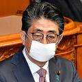 マスクをした安倍首相