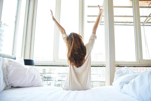 """朝どうしても起きれない…。朝、""""スッ""""と簡単に「起きれるようになる」方法 - Peachy - ライブドアニュース"""