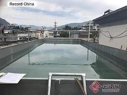 雲南省昭通市大関県で驚くような違法建築が市民の通報で見つかった。住民の1人が屋上を勝手にプールに造り替えていた。
