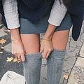 中国では夏にショートパンツやミニスカートを穿く女性が多く見られるが、こうした女性たちも冬になるとしっかりと厚着をして、体を冷えから守る服装をするのが一般的だ。(イメージ写真提供:123RF)