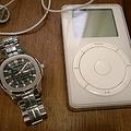 パテックフィリップアクアノートを初代iPodと並べて、当時の最先端高級品と自己満足していた