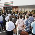 セブン-イレブンが沖縄県に進出 200人を超える長蛇の列ができた所も