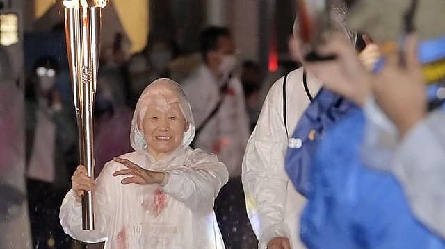 [画像] 104歳の聖火リレーランナーが走破翌日に接した「悲報」