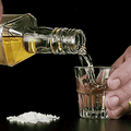 露のアルコール問題 毎月スピリッツをショットで23杯飲んでるという計算に